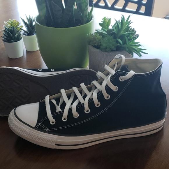 Mens/Womens Black Converse Shoes